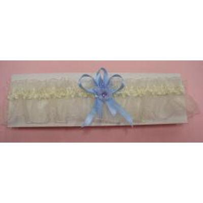 Ekrü harisnyakötő esküvőre, kék masnival