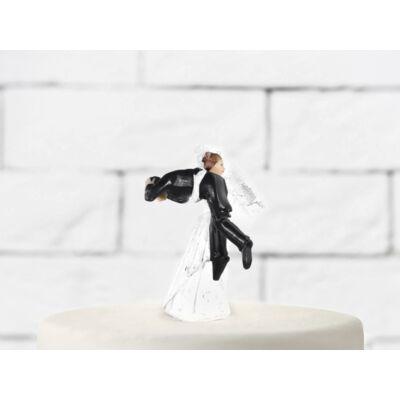 Vőlegényt cipelő menyasszony esküvői tortadísz