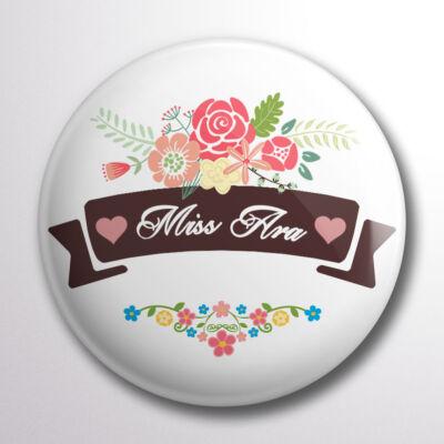 f8140fd6ab Miss Ara kitűző virágos