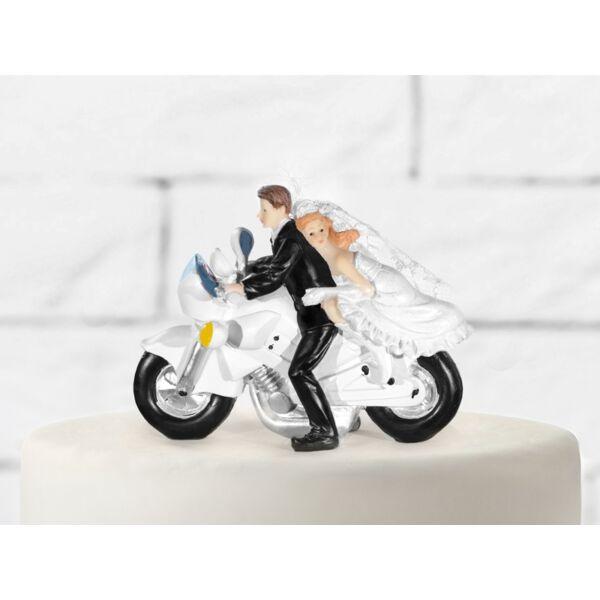 Esküvői nászpár motoron