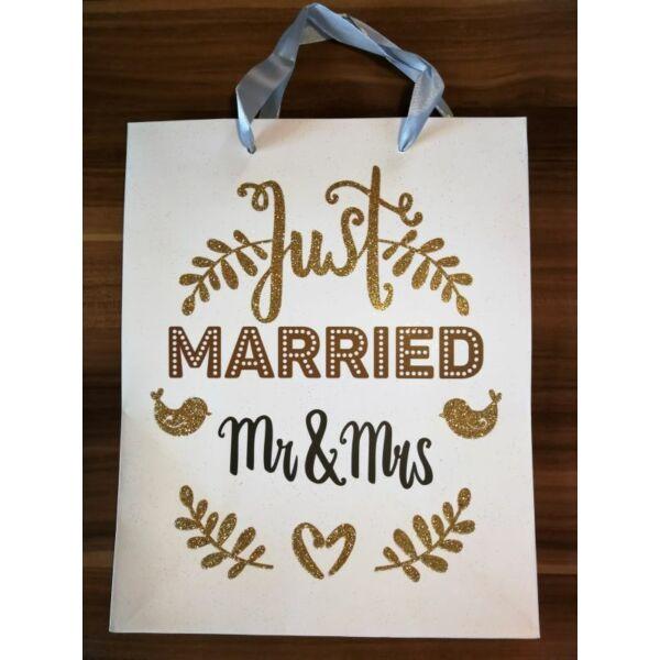 Arany glitteres ifjú házasok ajándéktasak nagy