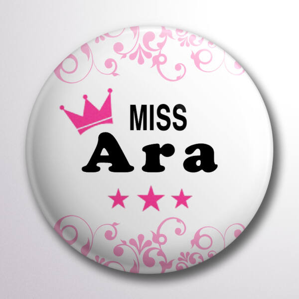 Miss Ara pink koronás kitűző
