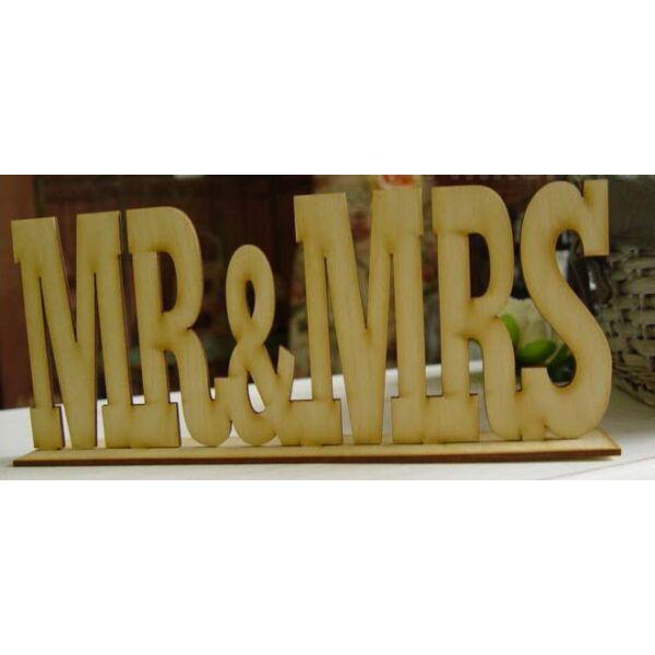 Mr és mrs felirat talppal, natúr fa, nyomtatott betűs, kicsi
