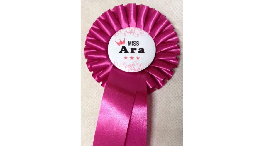 85c8cf2814 Pink szalagos pink koronás miss ara kitűző